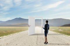 Ouvrez les nouvelles portes et les occasions Media mélangé image stock