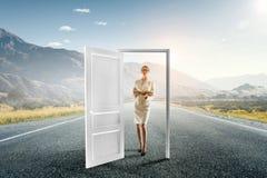 Ouvrez les nouvelles portes et les occasions Media mélangé images libres de droits