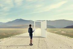 Ouvrez les nouvelles portes et les occasions Media mélangé image libre de droits