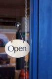 Ouvrez-vous pour des affaires Photos stock