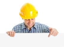 Ouvrier confiant présent le panneau vide Photo stock