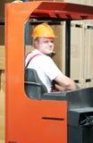 Ouvrier d'entrepôt dans l'entrepôt image libre de droits
