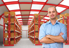 Ouvrier dans l'entrepôt images libres de droits