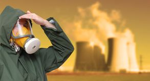 Ouvrier dans le masque de gaz. photographie stock
