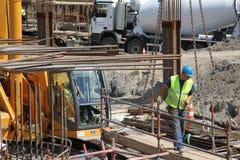 Ouvrier dans un chantier de construction Photographie stock libre de droits