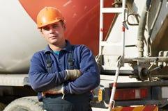 Ouvrier de constructeur au chantier de construction Photographie stock