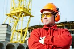 Ouvrier de constructeur au chantier de construction Images stock