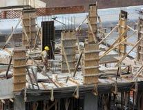 Ouvrier de construction seul Images stock
