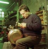 Ouvrier de cuivre images libres de droits