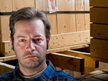 Ouvrier de sexe masculin dans l'entrepôt Photos stock
