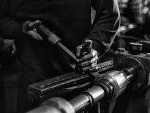 Ouvrier en aluminium photographie stock
