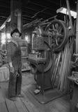 Ouvrier industriel de vintage, atelier de fabrication photo stock