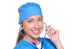 Ouvrier médical souriant avec le stéthoscope images stock