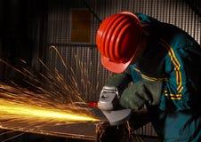 Ouvrier manuel d'industrie lourd avec la rectifieuse 02 Photos stock
