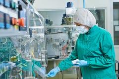 Ouvrier pharmaceutique Image libre de droits