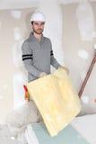 Ouvrier traitant le grand dos de l'isolation Photographie stock libre de droits