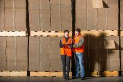 Ouvriers de moulin à papier Photographie stock