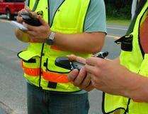 Ouvriers enregistrant des données Image libre de droits