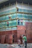 Ouvriers sur le chantier de construction