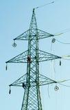 Ouvriers sur le pylône électrique Image stock