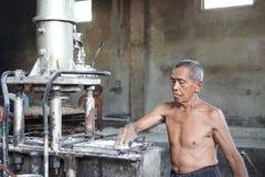 Ouvriers traditionnels de nouille à Yogyakarta, Indonésie Photo libre de droits