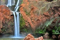 Ouzoud Spada blisko Uroczystej atlant wioski Tanaghmeilt Maroko Zdjęcia Stock
