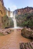 Ouzoud vattenfall i den storslagna kartbokbyn av Tanaghmeilt Royaltyfria Foton