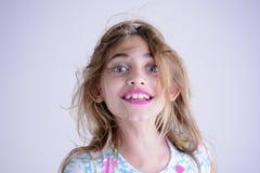 Ovårdad lycklig flicka arkivbilder