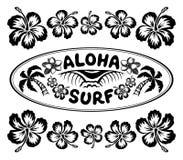 Ovaal het surfen stijletiket met teken Aloha Surf en het kader van hibiscusbloemen Royalty-vrije Stock Fotografie