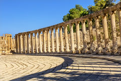 Ovaal Plein 160 Ionische Kolommen Oud Roman City Jerash Jordan Royalty-vrije Stock Afbeeldingen