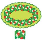 Oval ram med isolerade jordgubbar, blommor och sidor Royaltyfria Bilder