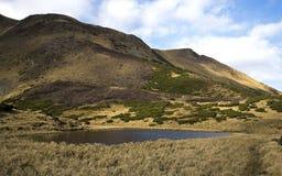 Oval sjö på foten Arkivbild