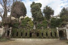 Oval springbrunn, 1567 Villa D Este Tivoli (nära Rome), Italien Arkivfoto