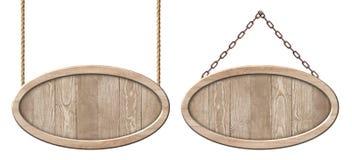 Ovale houten die raad van natuurlijk hout en met het heldere kader hangen op kabels en kettingen wordt gemaakt royalty-vrije stock afbeelding