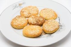 Ovale koekjes op een witte plaat Royalty-vrije Stock Foto's