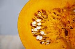Ovale orange légume-juteux et lumineux savoureux, sain et charnu de potiron image stock