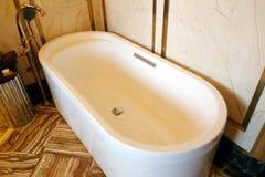 Ovalt badkar arkivbilder