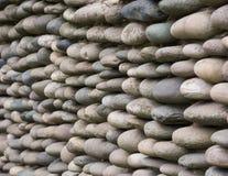 Ovalt stena murverket Många stenar av den samma typen arkivbilder