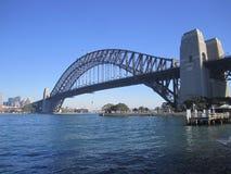 1 6 134 429 1932 ovanför att stämma överens också den ärke- bron avslutade för den guinness för fot som den fjärde spännvidden fö Fotografering för Bildbyråer