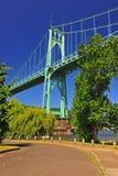 ovanför att stå hög för broflod Royaltyfri Fotografi