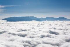 Ovanför clouds9en fotografering för bildbyråer