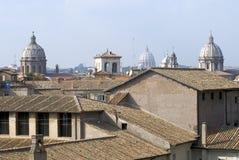 ovanför den rome skyen Arkivbilder