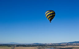 ovanför den varma dalen för luftballong Arkivfoto