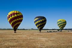 ovanför den varma dalen för luftballong Arkivfoton