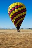 ovanför den varma dalen för luftballong Arkivbilder