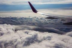 ovanför fönster för sikt för hav för flygplanflugaland flyg- sikt Royaltyfri Fotografi