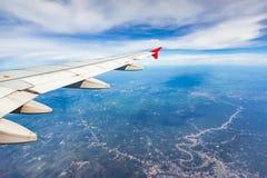 ovanför fönster för sikt för hav för flygplanflugaland Arkivbild