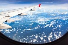 ovanför fönster för sikt för hav för flygplanflugaland Royaltyfria Bilder
