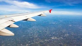 ovanför fönster för sikt för hav för flygplanflugaland Arkivfoton