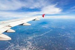 ovanför fönster för sikt för hav för flygplanflugaland Arkivfoto